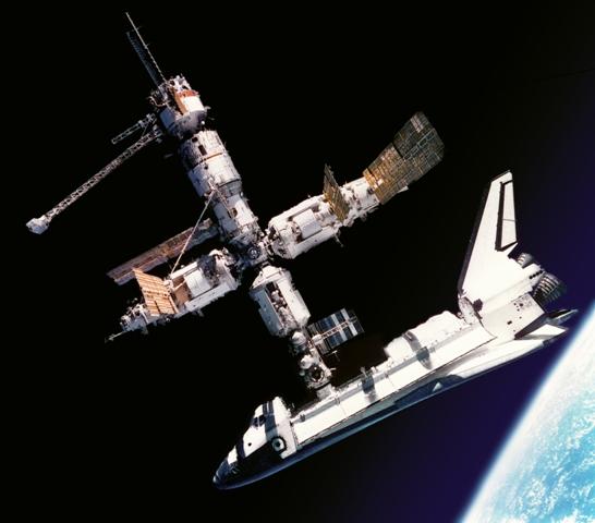 http://image.nauka.bg/astro/sts/10_Atlantis_Docked_to_Mir.jpg