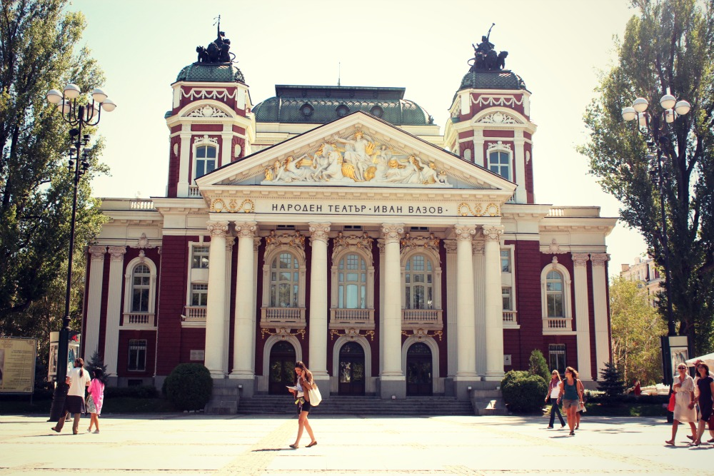 http://image.nauka.bg/kul/Sofia/sofia_teatur.jpg