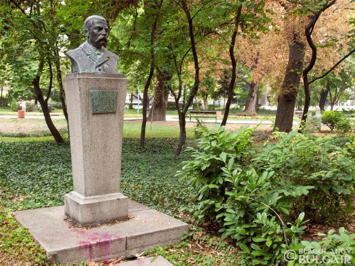 http://image.nauka.bg/kul/pametnici/Dusho.Hadjiev/_9189252.jpg