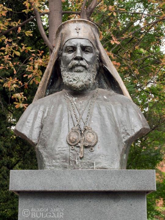 http://image.nauka.bg/kul/pametnici/Patriarh.Kiril/_9189223.jpg