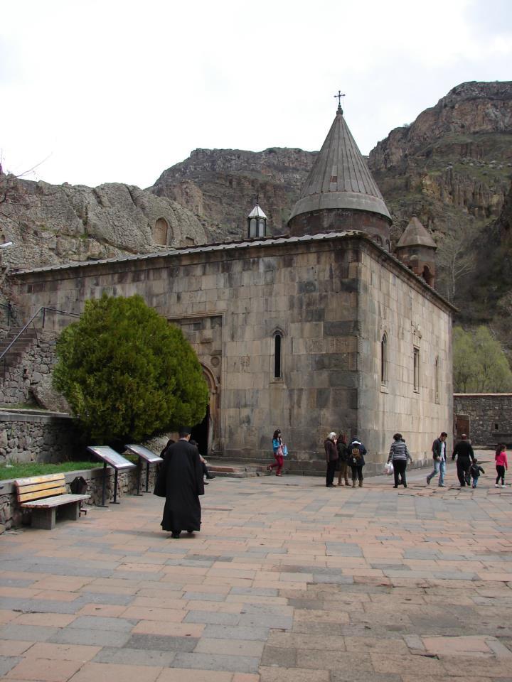 http://image.nauka.bg/kul/projects/armenia/Geghard%20monastery.jpg