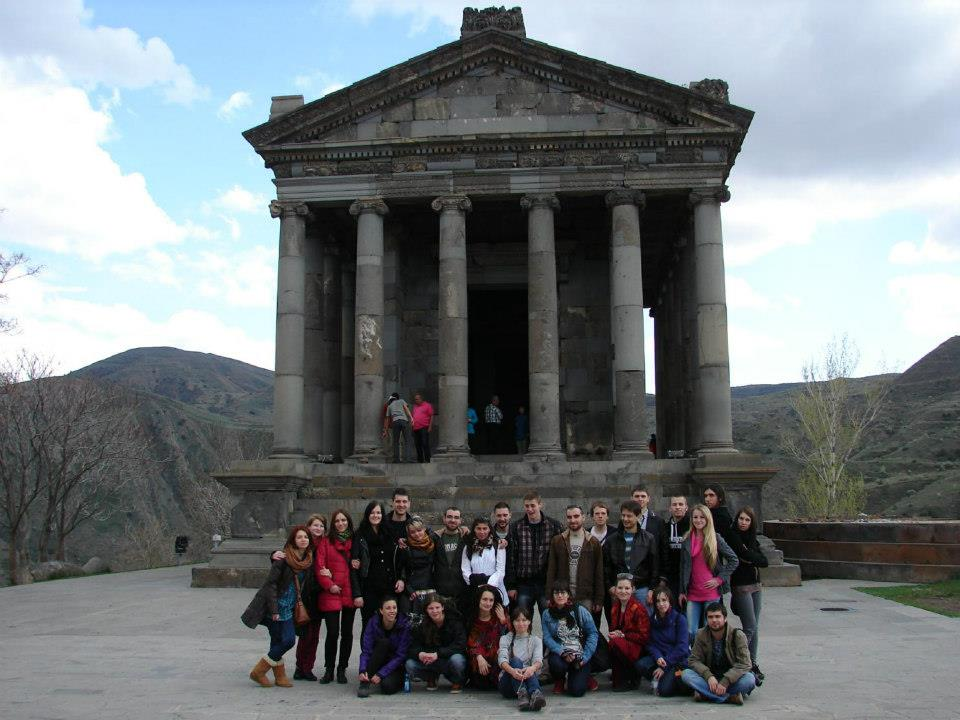 http://image.nauka.bg/kul/projects/armenia/Roman%20temple-garni.jpg