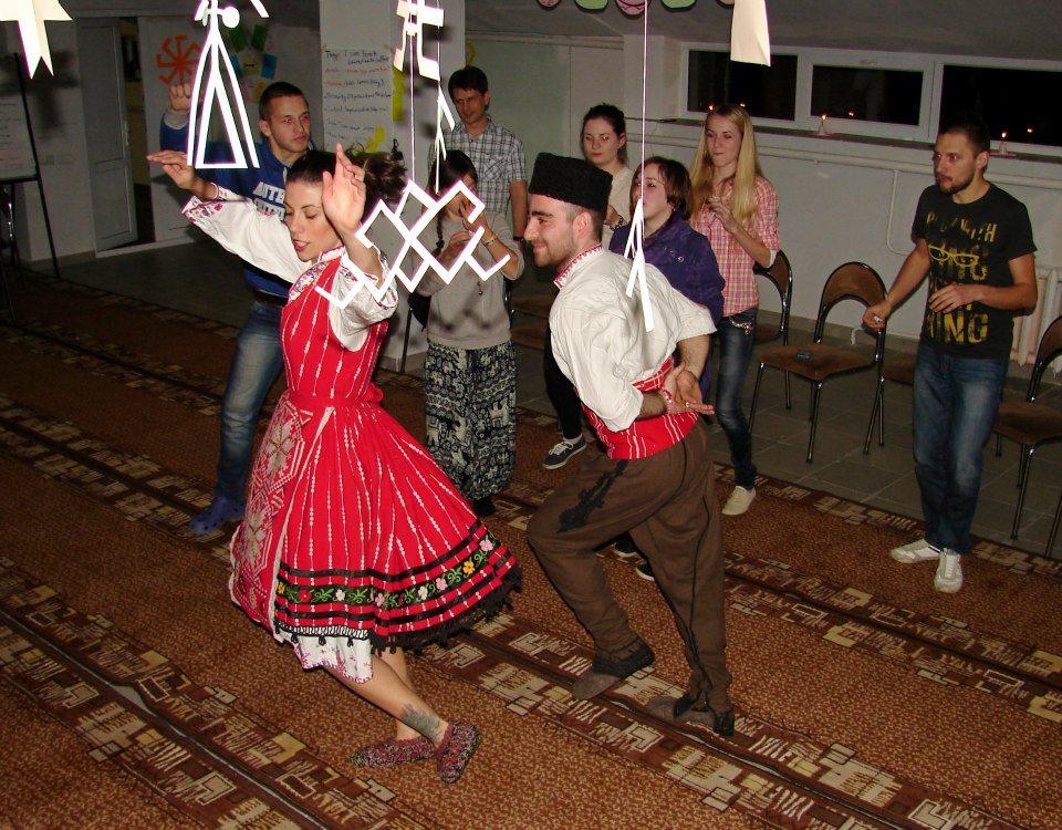 http://image.nauka.bg/kul/projects/armenia/bg-tanci.jpg