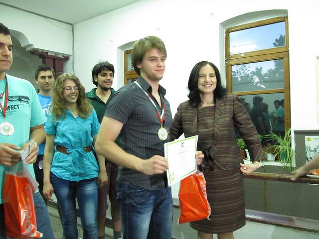 http://image.nauka.bg/news/other/Yasen-Trifonov-zlaten-medal-grupa-A.jpg