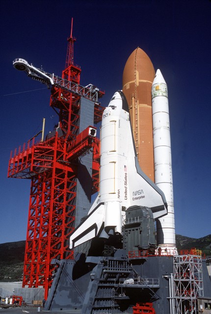 http://image.nauka.bg/astro/sts/4_Space_Shuttle_Enterprise_in_launch_configuration1.jpg
